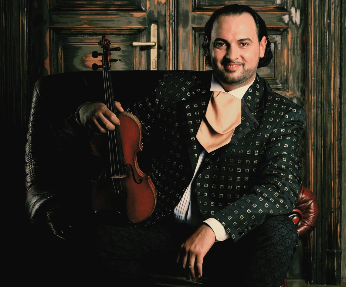János Oláh mit Violine